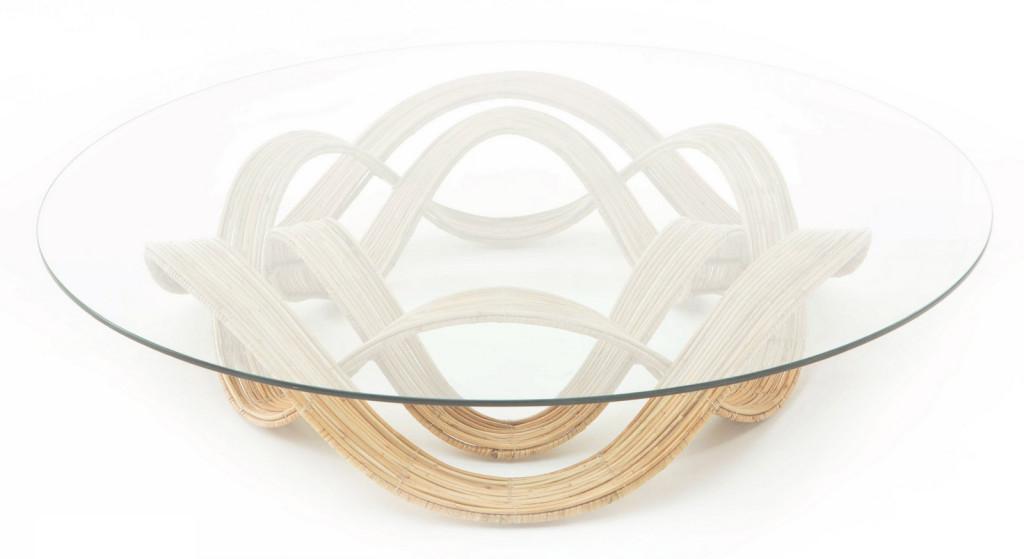 Un modelo de forma redonda, fabricada en cebuano y cristal.