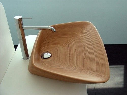Gene, es el nombre de este original lavabo de madera de teca.
