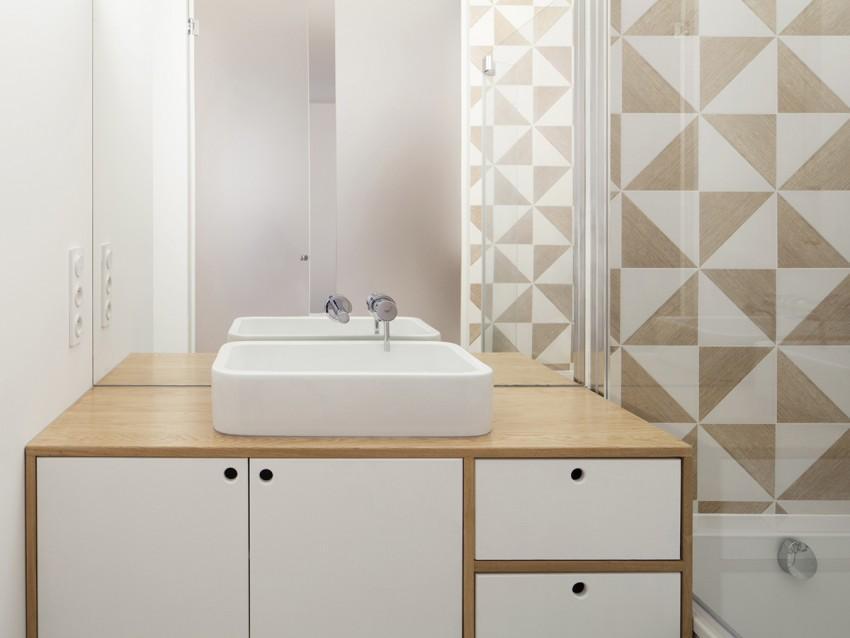 Laca blanca y madera de roble, en el mueble del lavamanos.