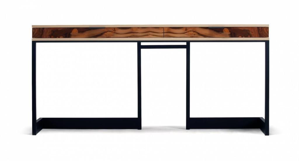 Wishbone 2 drawer, es un diseño fabricado en madera y met
