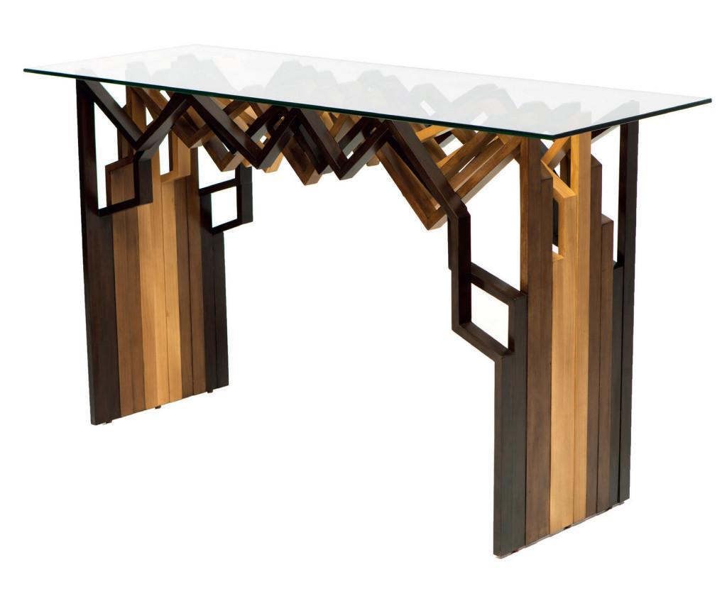 Como unas tablas de madera que se desestructuran, se presenta esta consola.