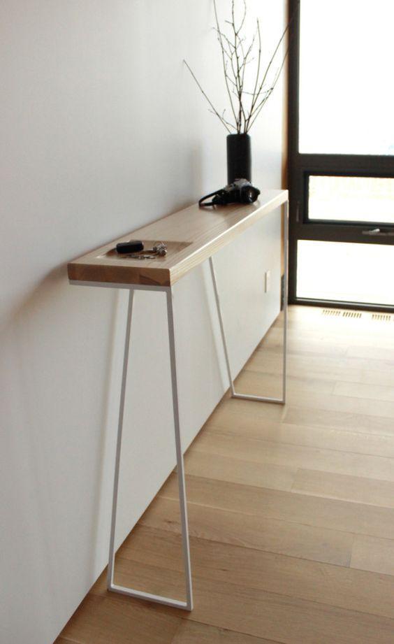 Zoé, una consola fabricada en metal lacado y madera de roble.