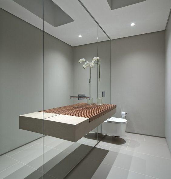Un gran ejemplar, que acapara toda la pared de este cuarto de baño.