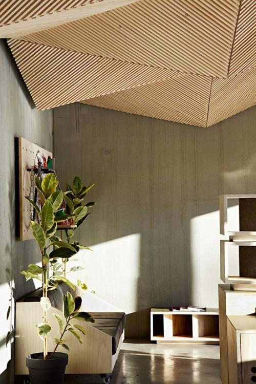 Un original formato, es el que presenta este techo de madera.