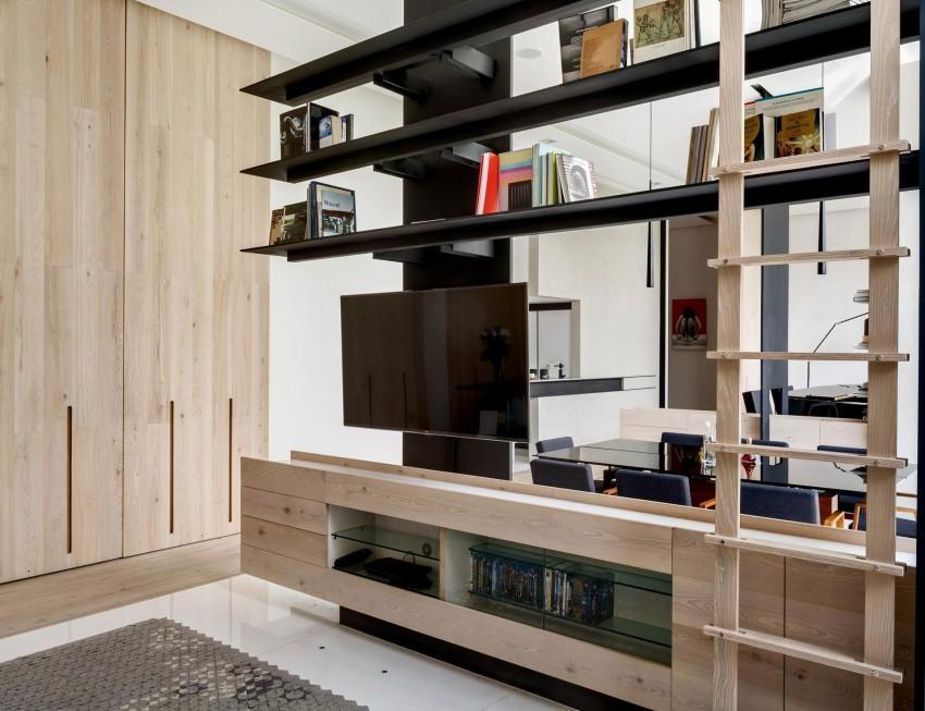Continuidad en los tonos de la madera, tanto para puertas, como suelo, o mobiliario.