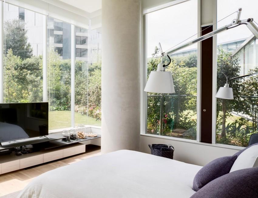 Luz a raudales, entra por los ventanales con los que cuenta el dormitorio.