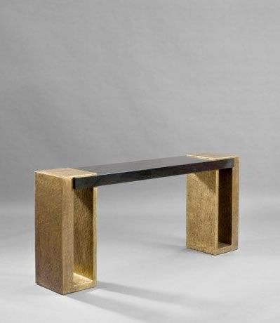 Herve Van der Straeten Consola Maillon, una creación del diseñador Herve Van der Straeten.