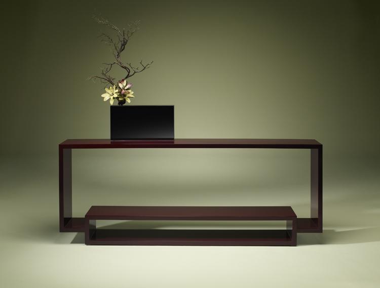 Este moderno diseño fabricado en metal lacado, tiene un cierto aire oriental que lo hace muy interesante.