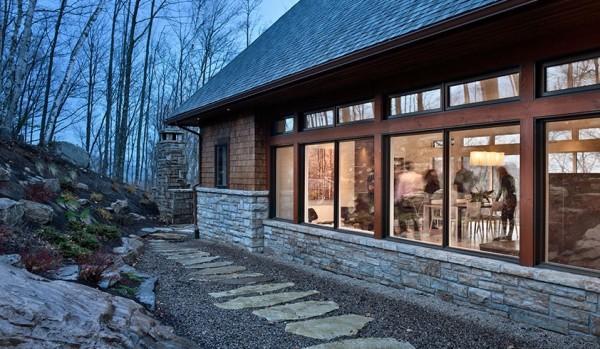 la casa se integra perfectamente, en el paisaje de alrededor.