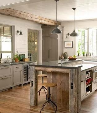 Mobiliario moderno combinado con piezas de acabados más rusticas.