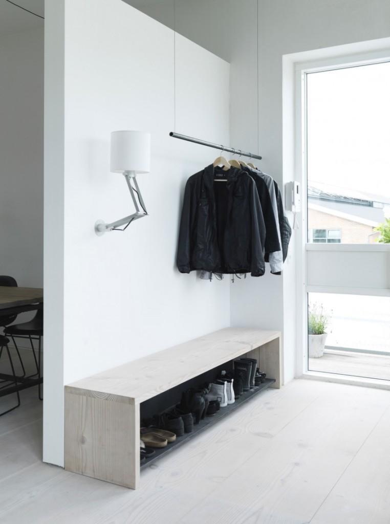 Simplicidad y líneas puras, con el color blanco y la madera como protagonistas.