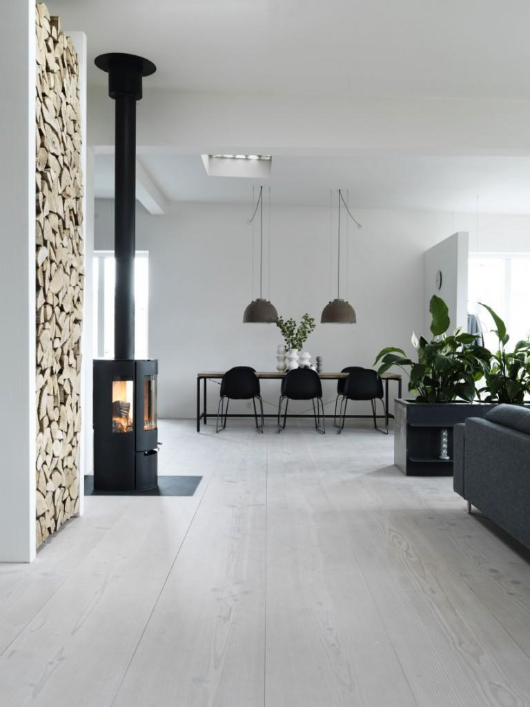 Una imagen de parte del salón y del moderno comedor.