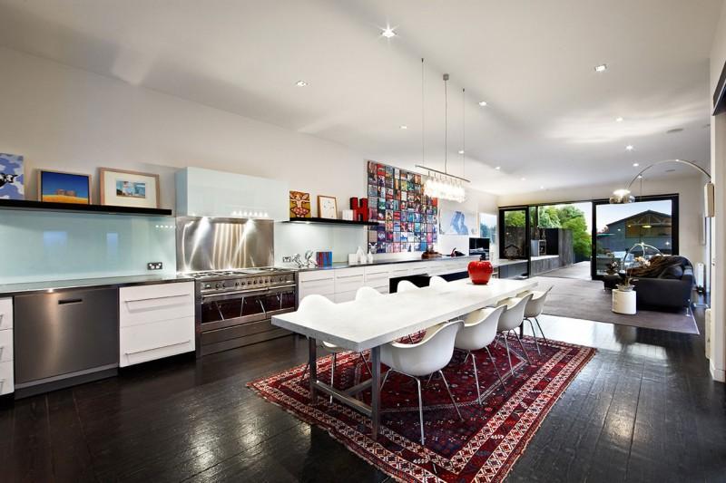 Cocina, comedor y zona de estar todo en un sólo espacio.