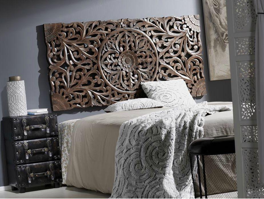 Una talla de madera de teca, con un muy elaborado e intrincado dibujo.