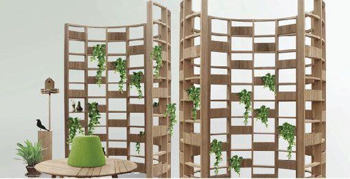 Una pared separadora que hace las veces de jardín vertical.