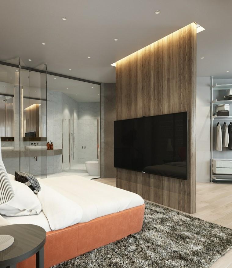 Un moderno dormitorio con un muro separador para instalar el televisor.