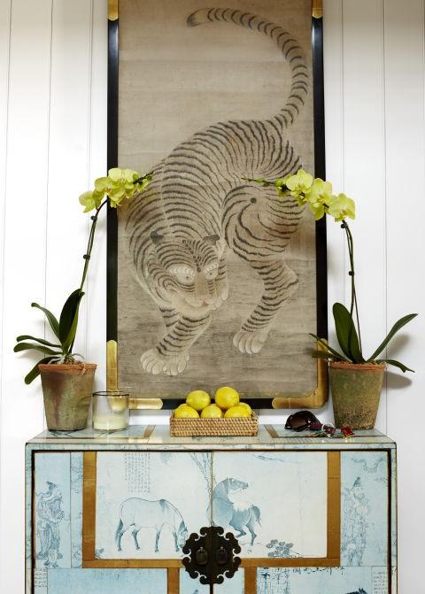 Un rincón oriental con un tigre agazapado