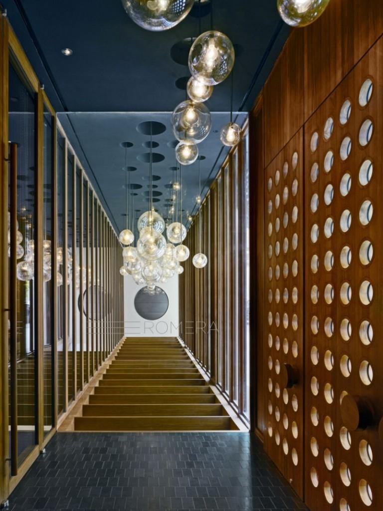 Espacios comunes, donde círculos y esferas marcan toda la decoración.