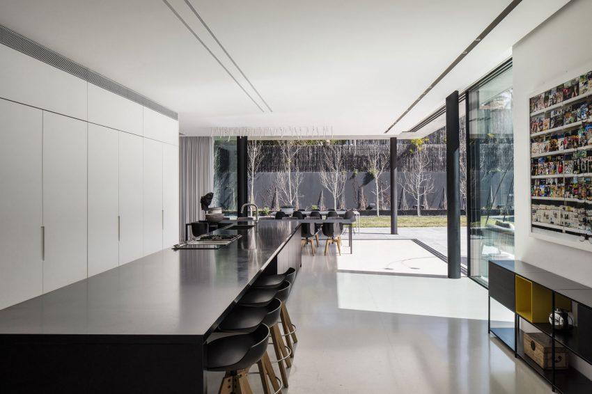 La sencillez personificada, en el diseño de esta moderna cocina.