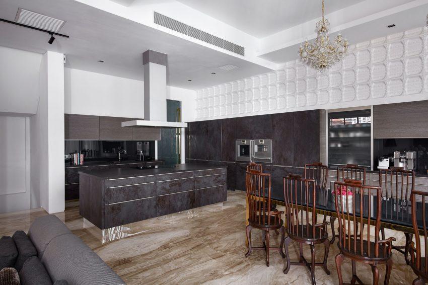 Un diseño moderno en esta amplia cocina en tonos grises.