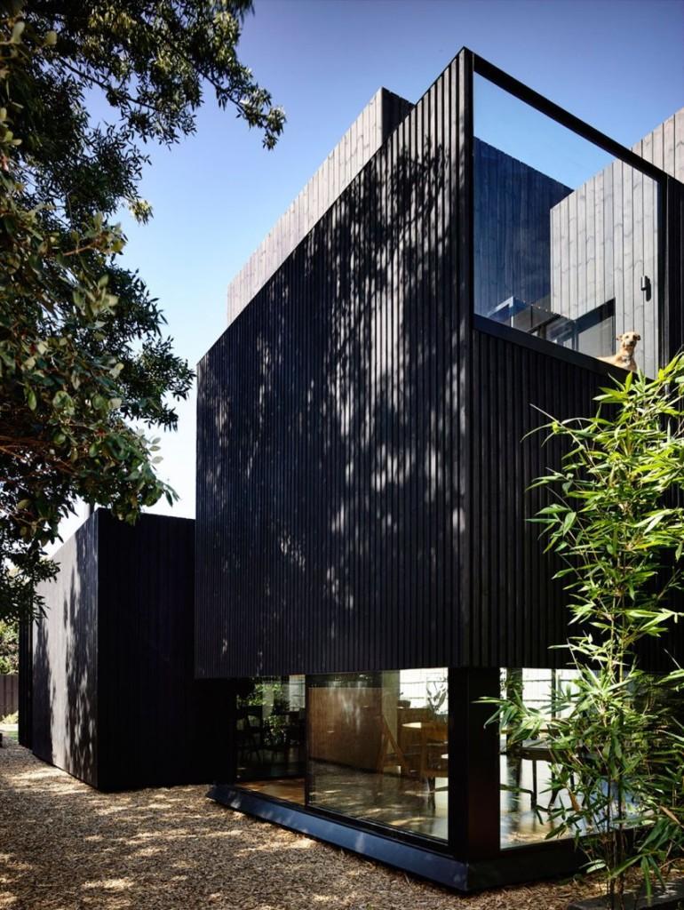 Las formas geométricas, contrastan con las más tradicionales de la vivienda original.