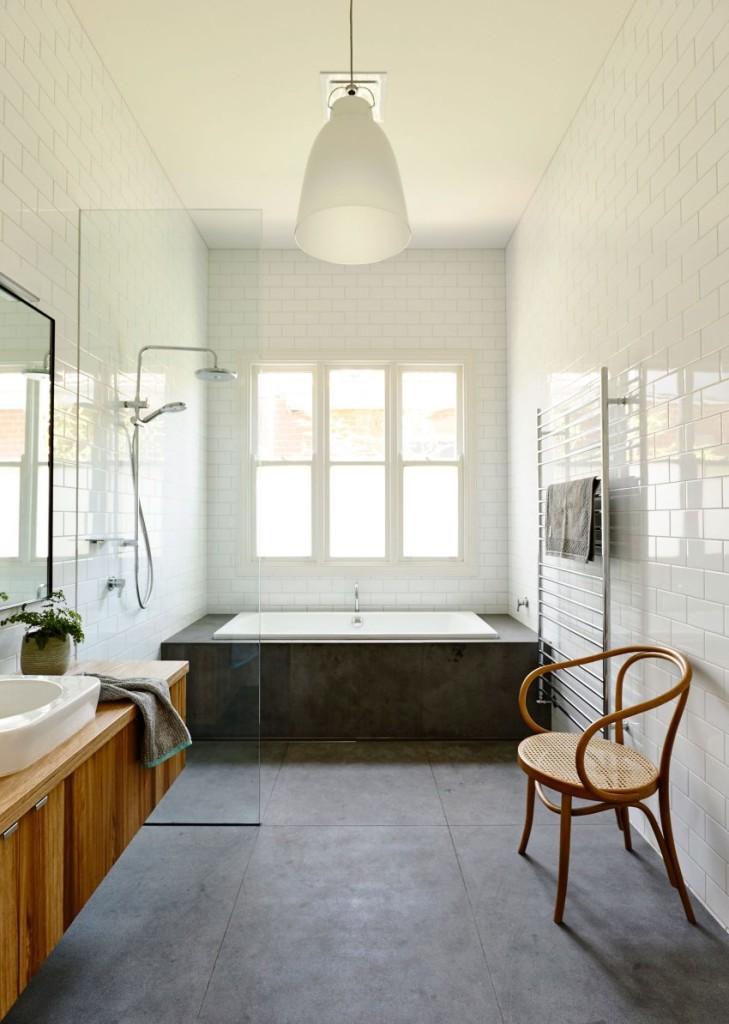 La sencillez de formas, es más que evidente en este cuarto de baño.