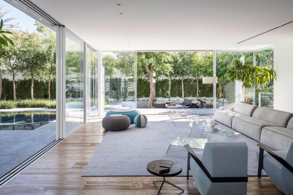 El interior está marcado por la sencillez de formas y diseños.