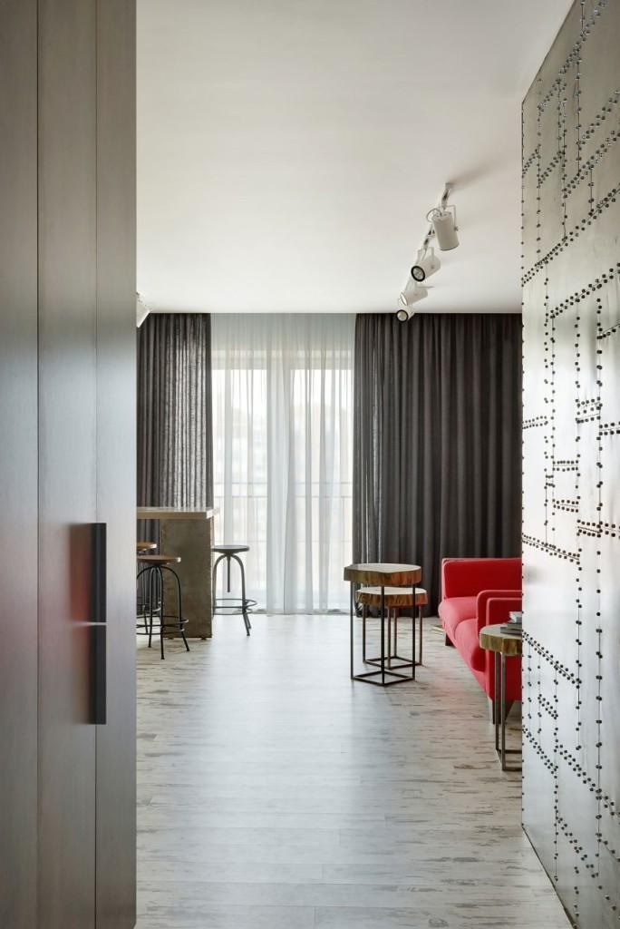 Un apartamento de soltero, donde la madera y el acero son los materiales claves en su decoración.
