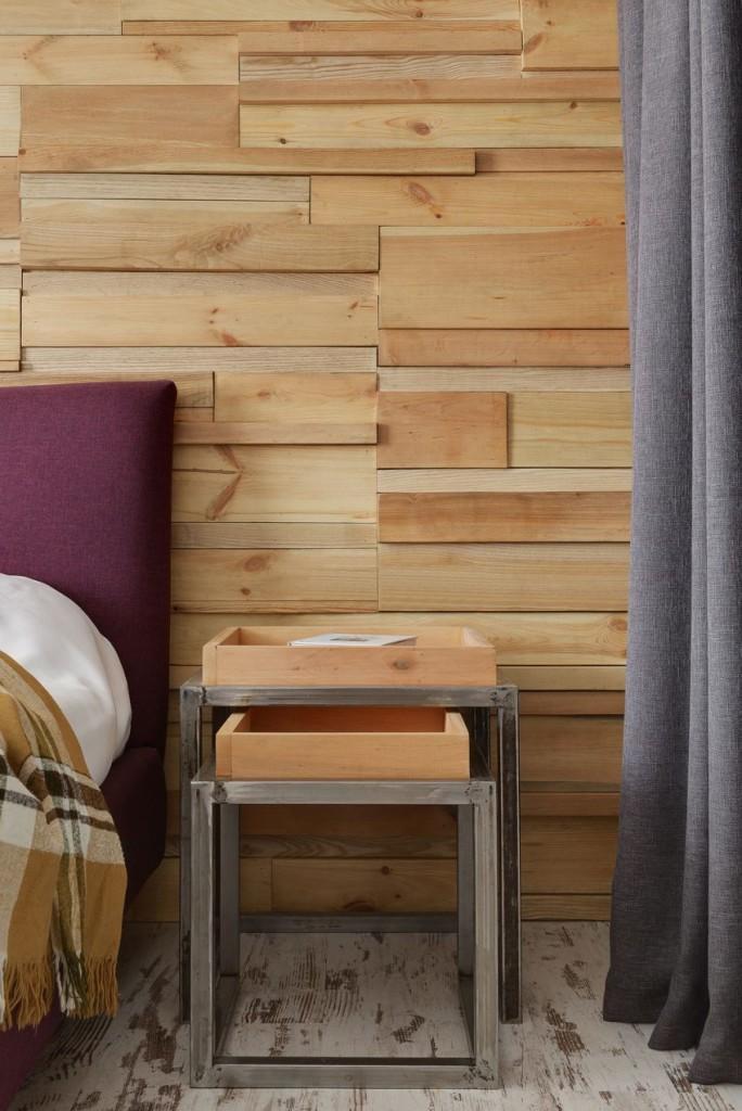 Un primer plano de la pared donde se sitúa la cama.