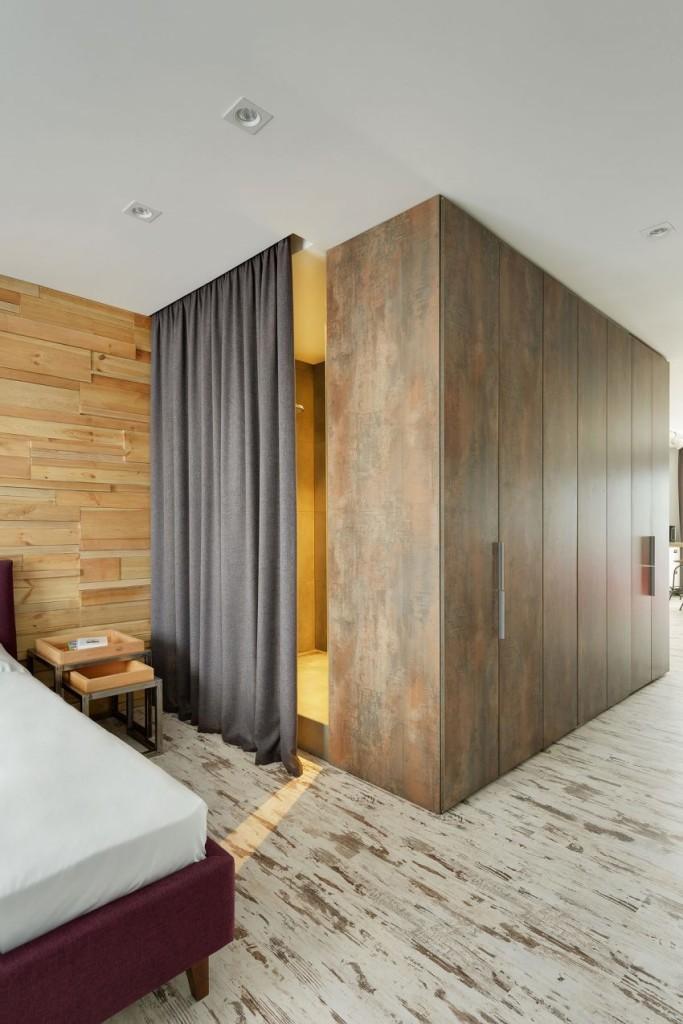 El almacenaje se solucionó con un gran armario en el pasillo.