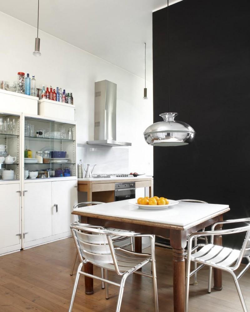 La cocina mezcla mobiliario de varios estilos diferentes.