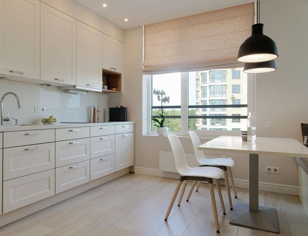 Cocina y office en tono blanco, con licencias a grises y negro.