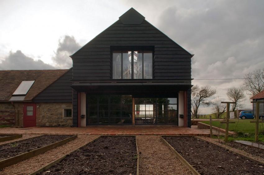 Imagen de una de las fachada con las que cuenta este edificio.