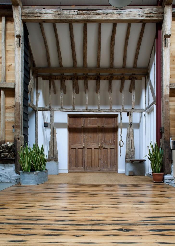 Imagen de la entrada principal a la renovada vivienda.