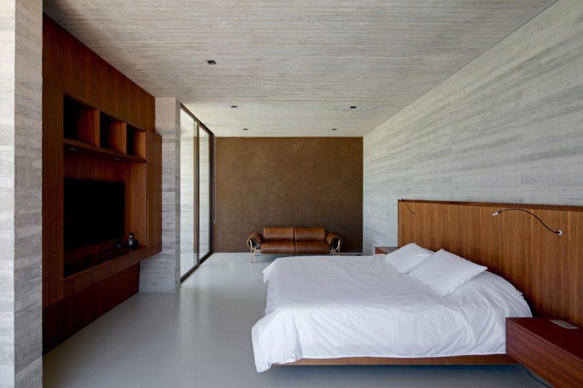 Minimalismo casi monacal, en el diseño del dormitorio.