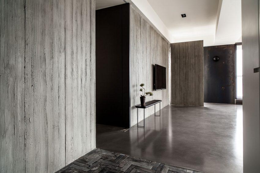 Hormigón, cemento pulido, madera recuperada y una puerta de hierro desnudo.