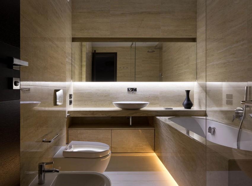 El travertino y el nogal americano, son la base del diseño de los cuartos de baño.