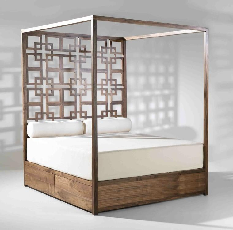 Un geométrico diseño con patrón repetitivo, en el cabecero de esta cama.