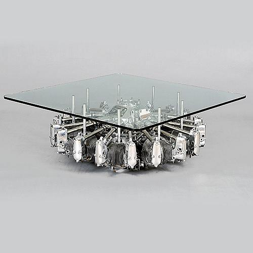 PT-13 Realizada con piezas del motor de un avión Boeing.