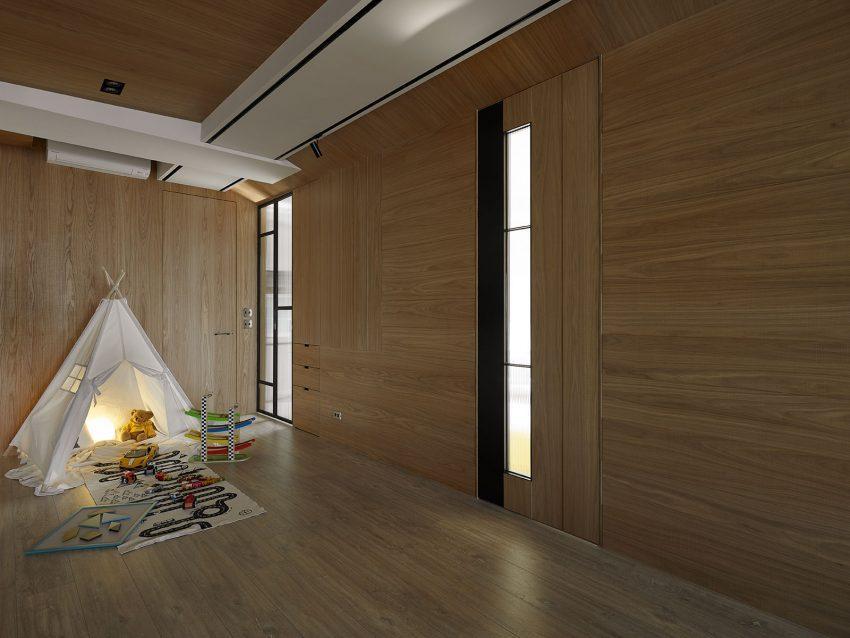 Paredes, techo y suelo cubierto por paneles de madera.