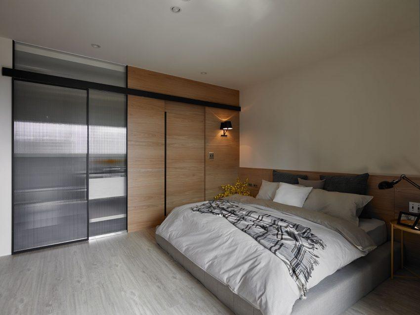 Con un diseño sobrio vemos el dormitorio principal.