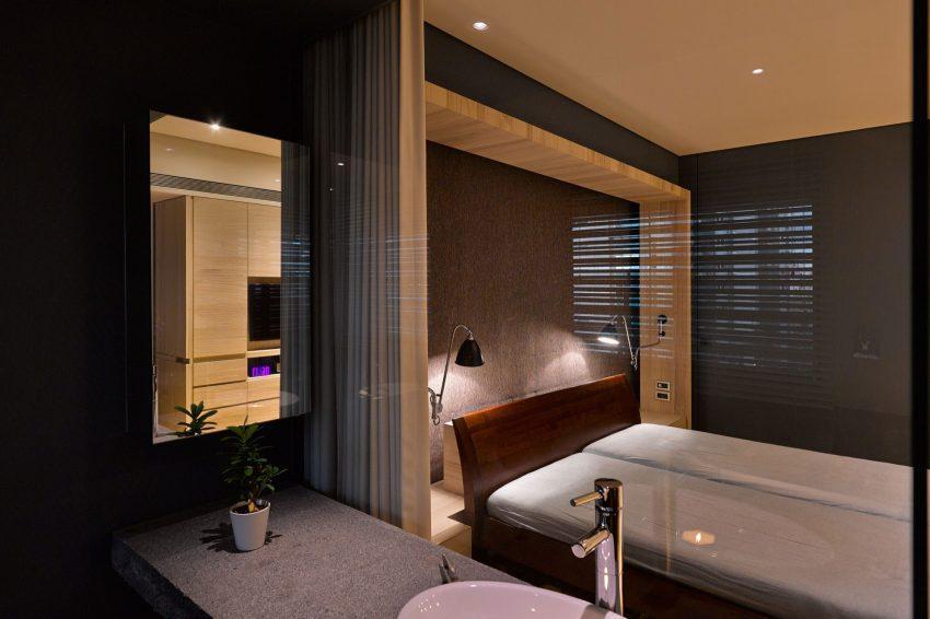 Un acristalado baño en suite, en el dormitorio principal.