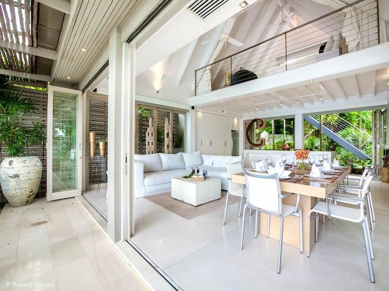 El color blanco reina por doquier en esta lujosa villa.