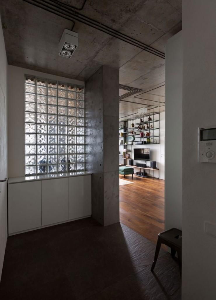 Ladrillos de cristal pavés combinados con tonos blancos y grises.