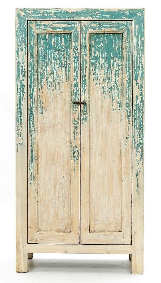 Una original combinación de acabados, en este antiguo armario chino.