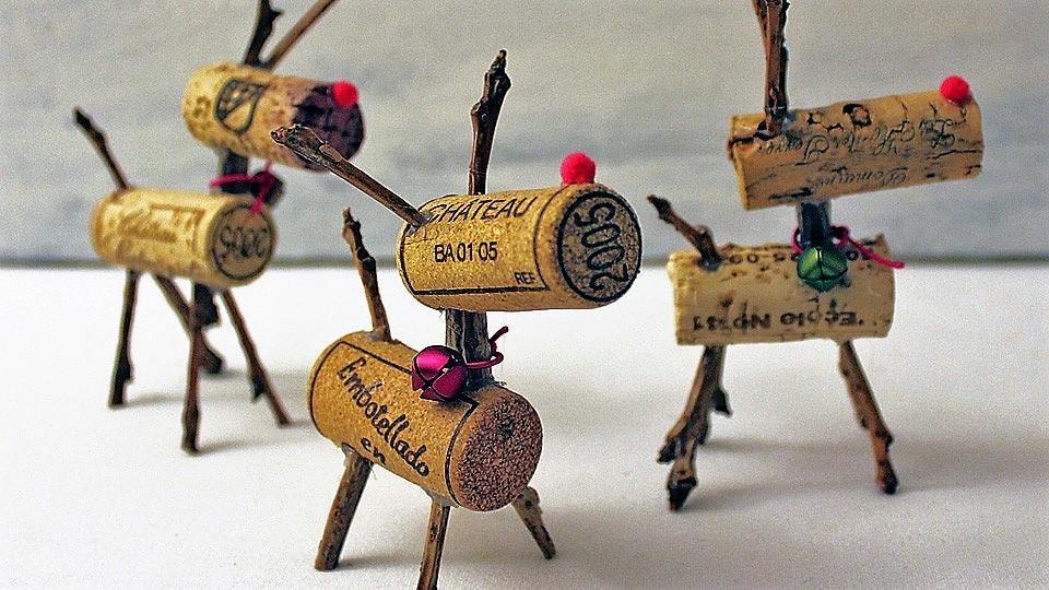 Modelo realizado con dos tapones de corcho y unas ramas.