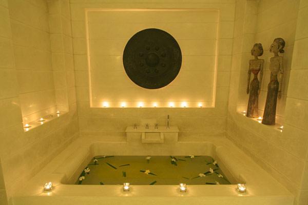 Imagen nocturna, del interior de la lujosa propiedad.
