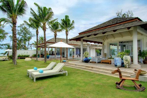 Imagen de los espléndidos porches con vistas al mar.