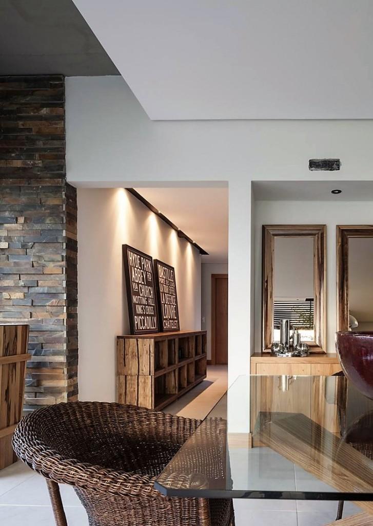 Piezas decorativas de madera recuperada, que dan un aspecto cálido y acogedor.
