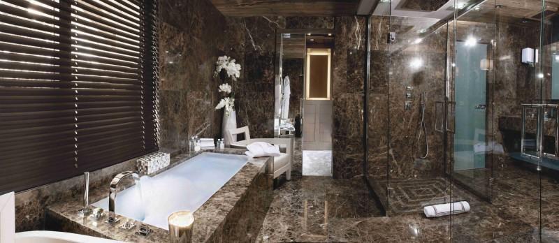 Imagen del interior del cuarto de baño del dormitorio principal.